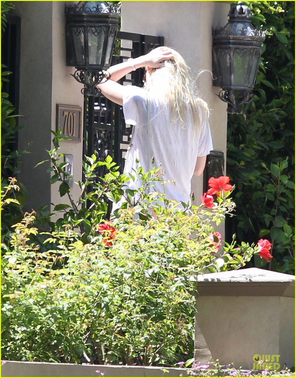 elle fanning visits friends on the weekend 072927541