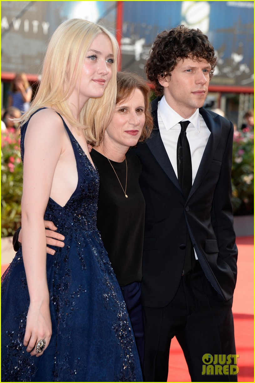 dakota fanning jesse eisenberg night moves venice premiere 03