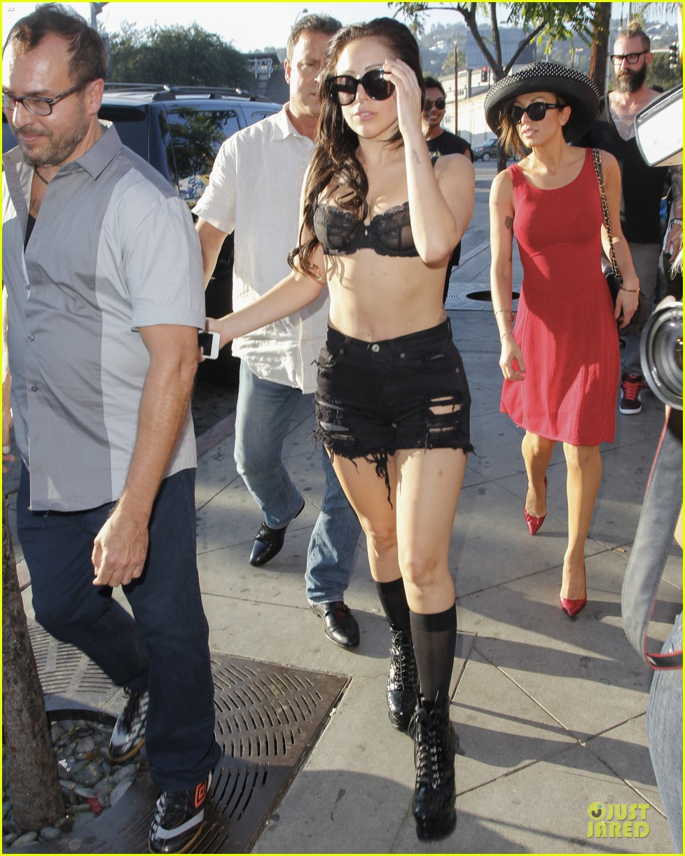lady gaga wears black for the abbey 102928304