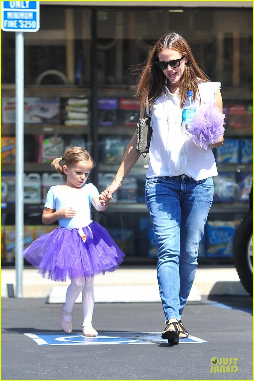 jennifer garner seraphina ballet pickup after lunch with violet 10