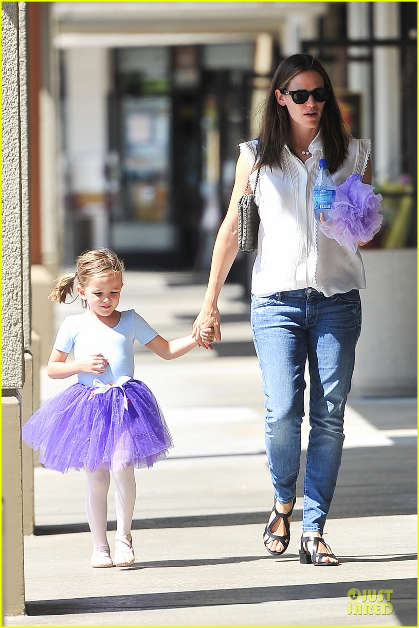 jennifer garner seraphina ballet pickup after lunch with violet 172927014