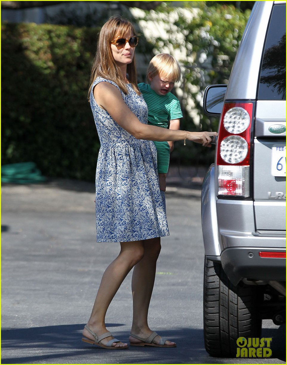 jennifer garner shows off brand new bangs 052935362