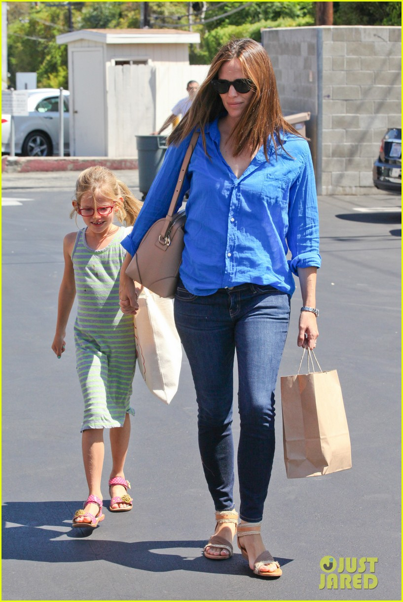 jennifer garner runs errands with violet seraphina 01