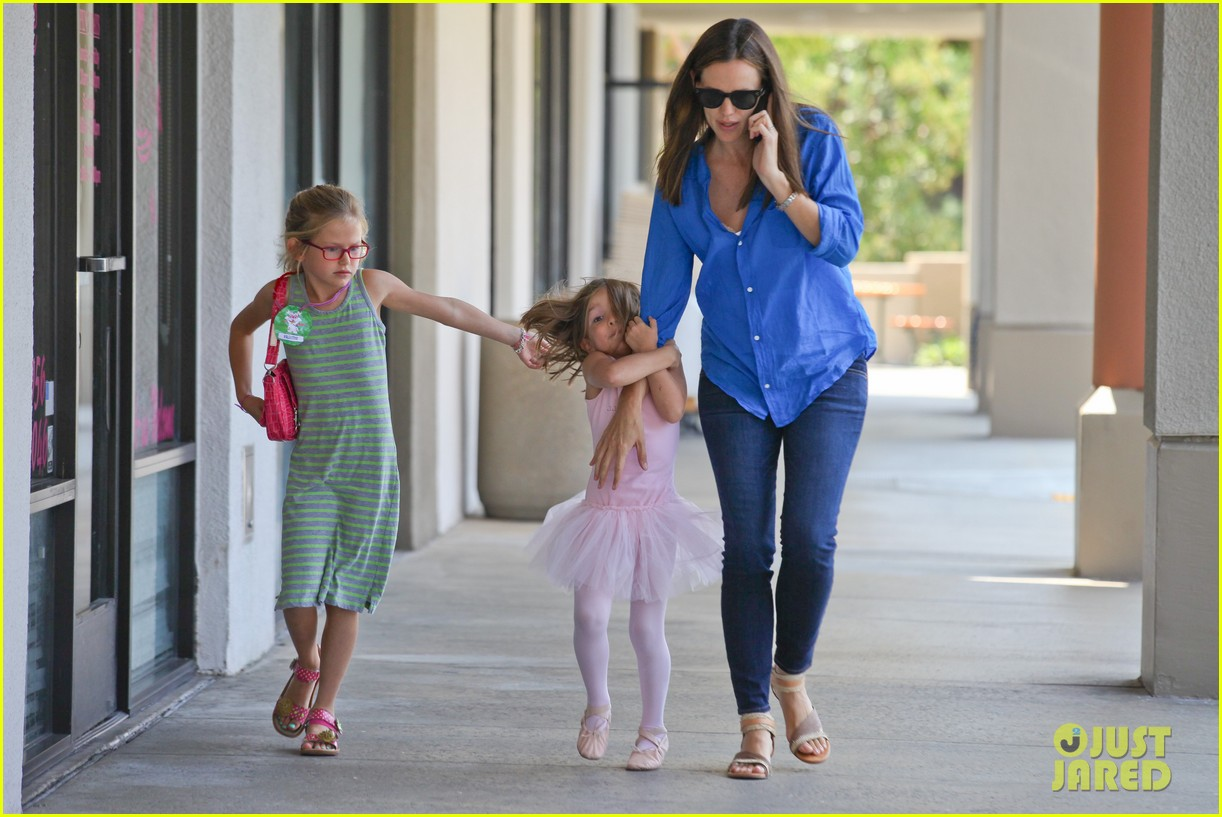 jennifer garner runs errands with violet seraphina 05