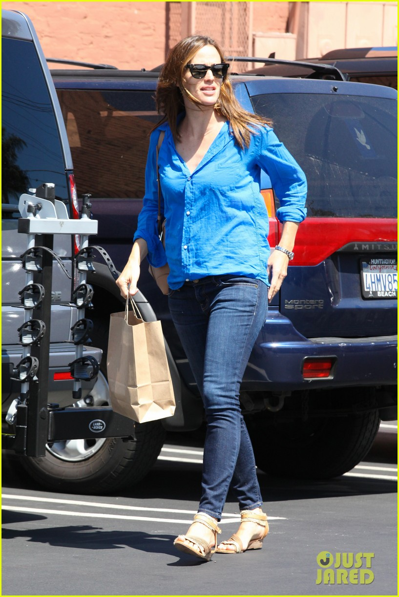 jennifer garner runs errands with violet seraphina 092925317