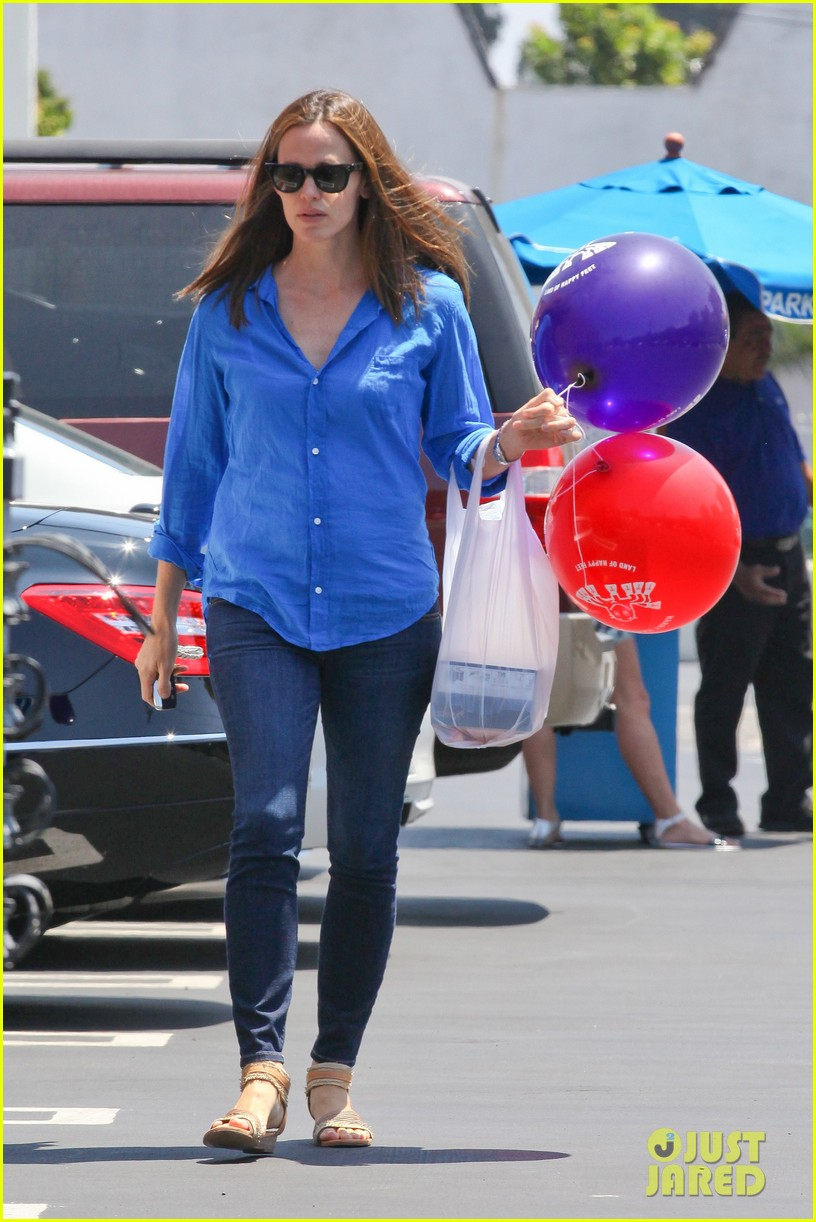 jennifer garner runs errands with violet seraphina 19