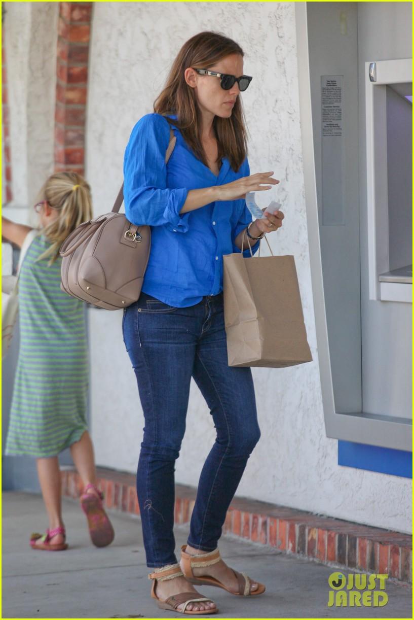 jennifer garner runs errands with violet seraphina 26