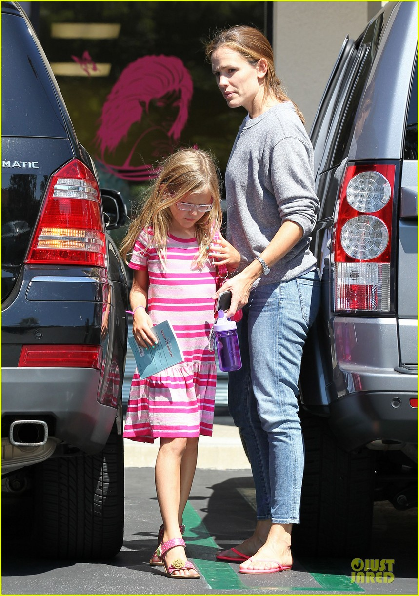 jennifer garner violet start week with errands 232924616