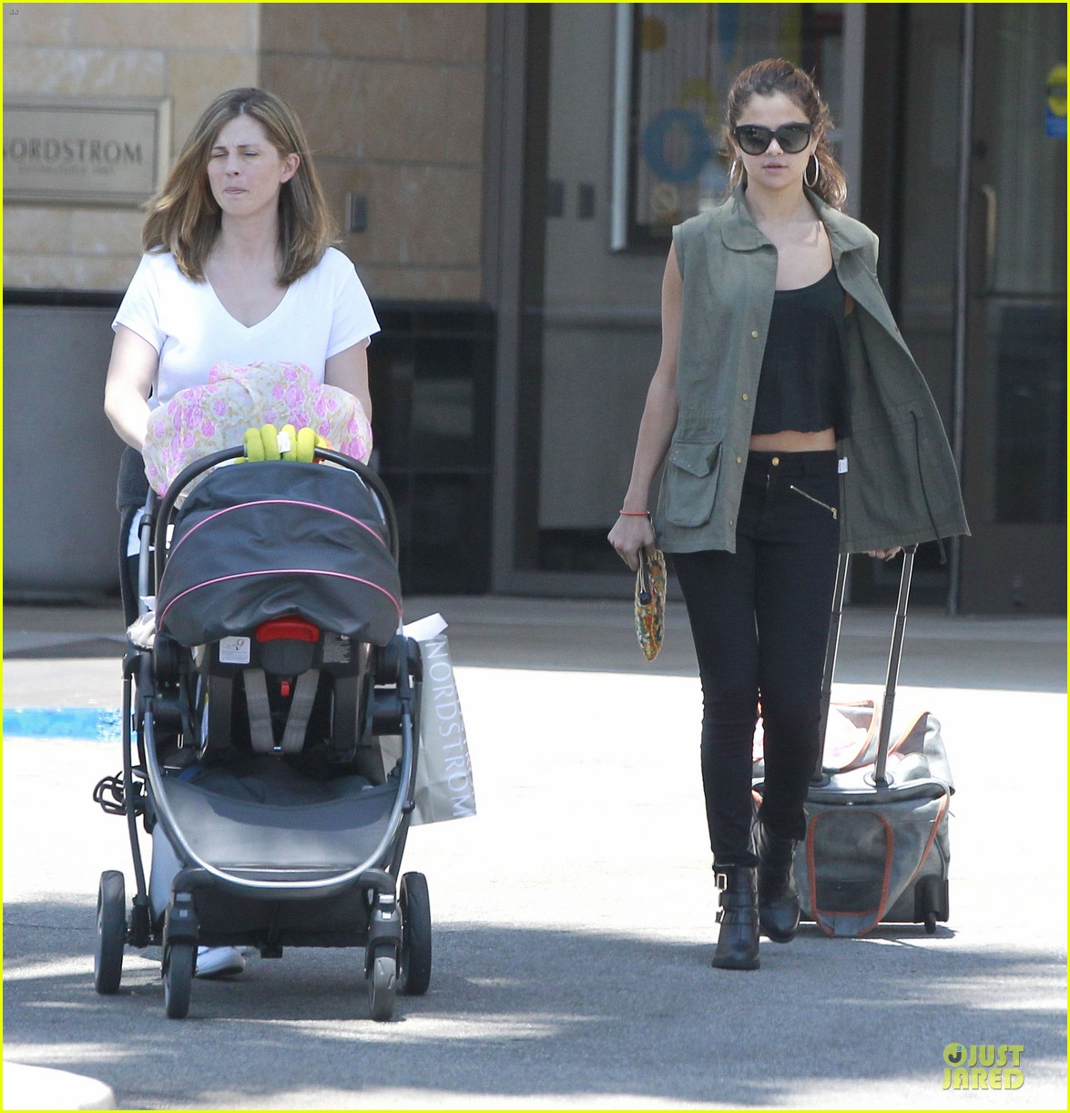 selena gomez bonds with baby sister gracie 14