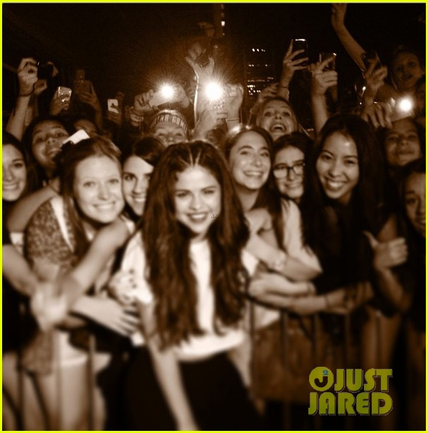 selena gomez montreal concert crowd made me cry 062937152