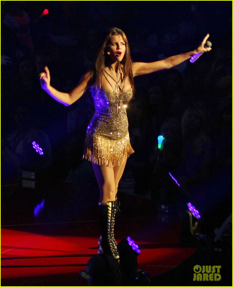selena gomez stars dance opening night tour pics 09