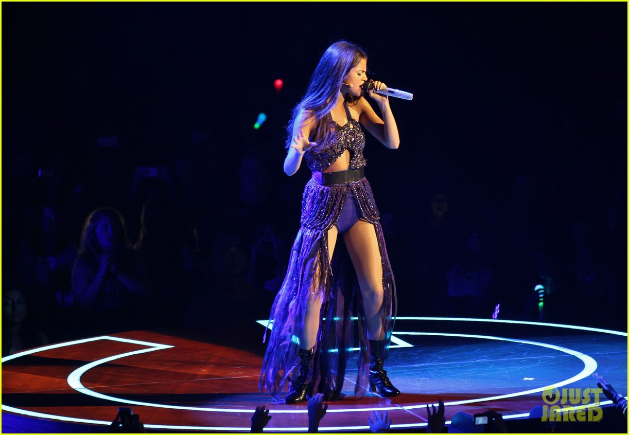 selena gomez stars dance opening night tour pics 23