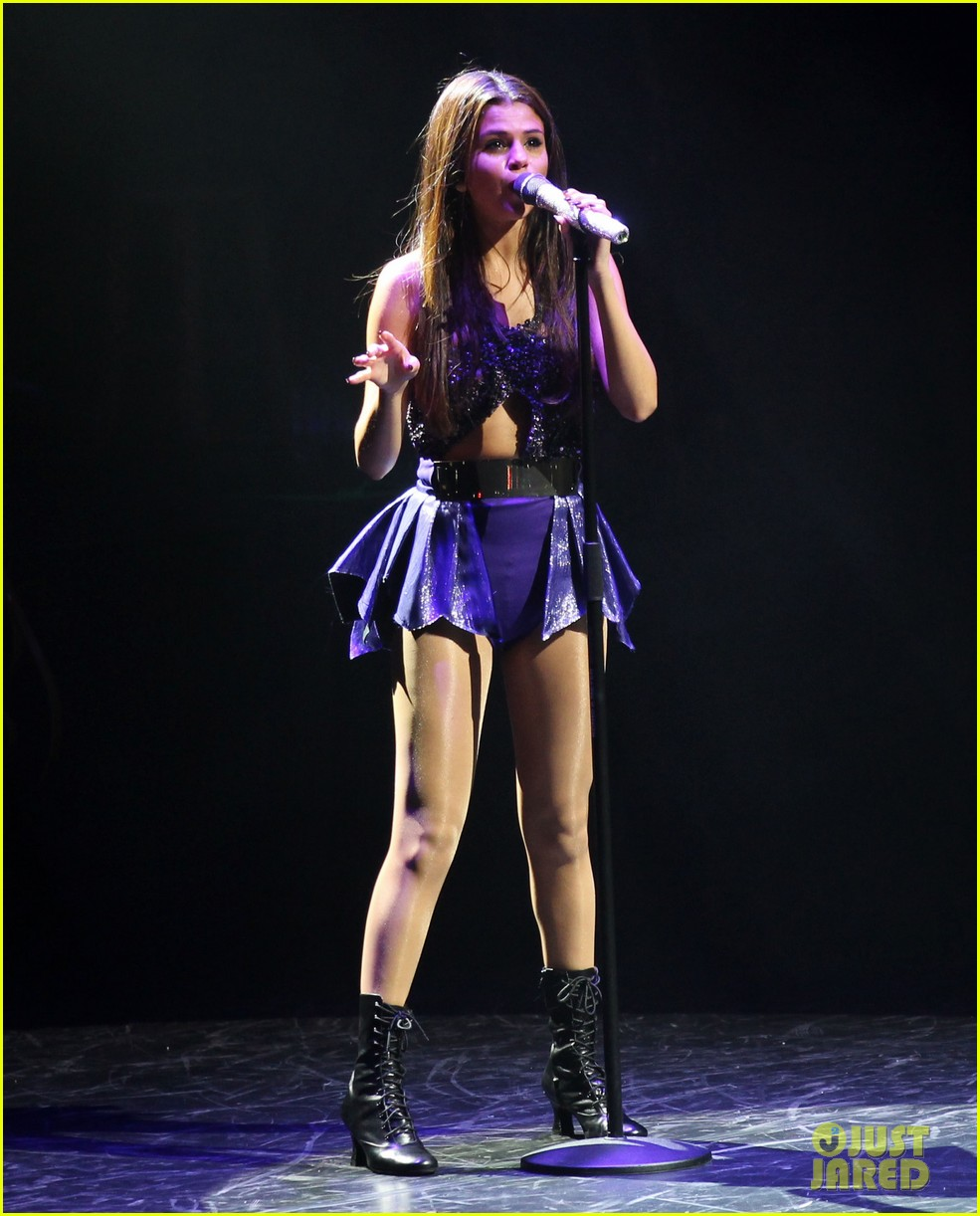 selena gomez stars dance opening night tour pics 292930724