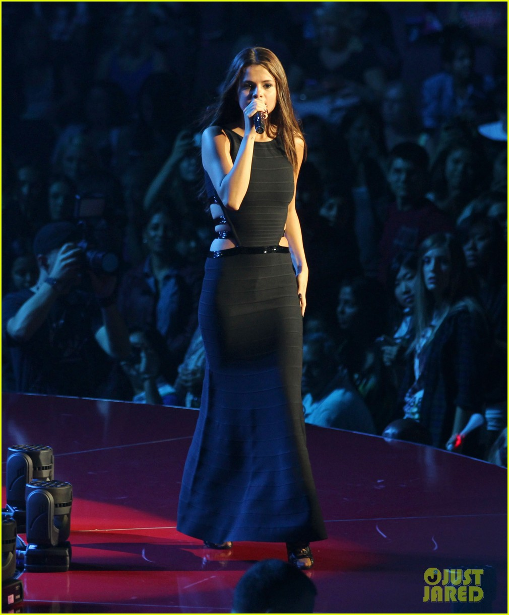 selena gomez stars dance opening night tour pics 35