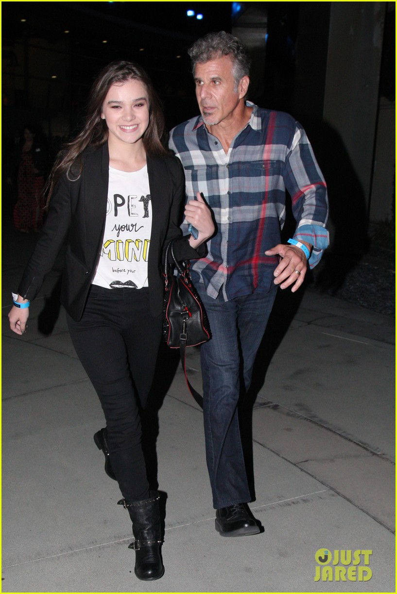 hailee steinfeld bruno mars has my heard 042921575