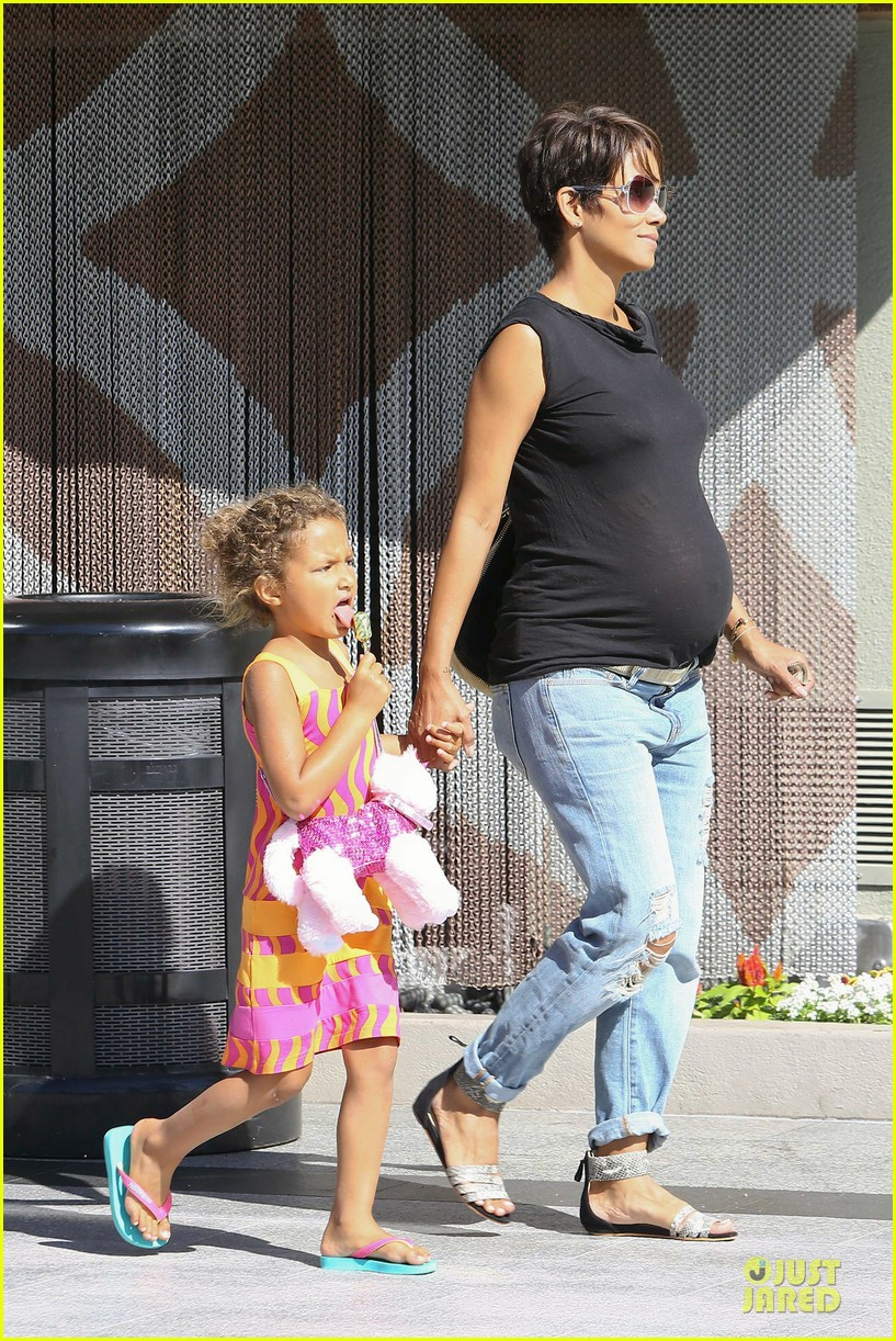 halle berry pregnancy colored involvement on x men 02