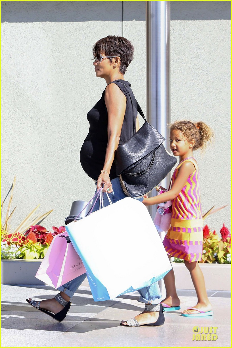 halle berry pregnancy colored involvement on x men 192924500