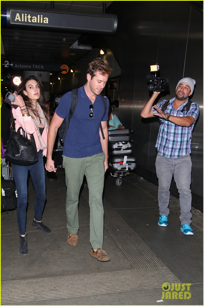 armie hammer elizabeth chambers post b day lax arrival 062940545