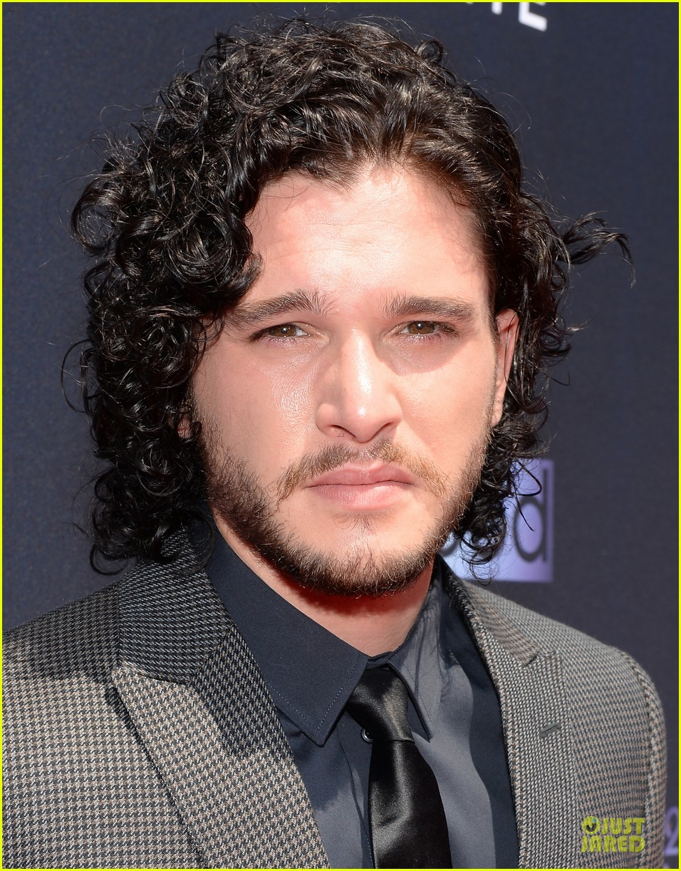kit harington young hollywood awards 2013 red carpet 02