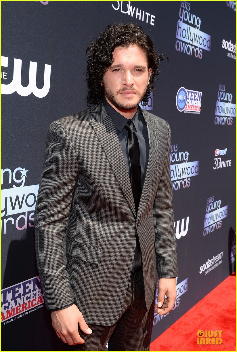 kit harington young hollywood awards 2013 red carpet 08