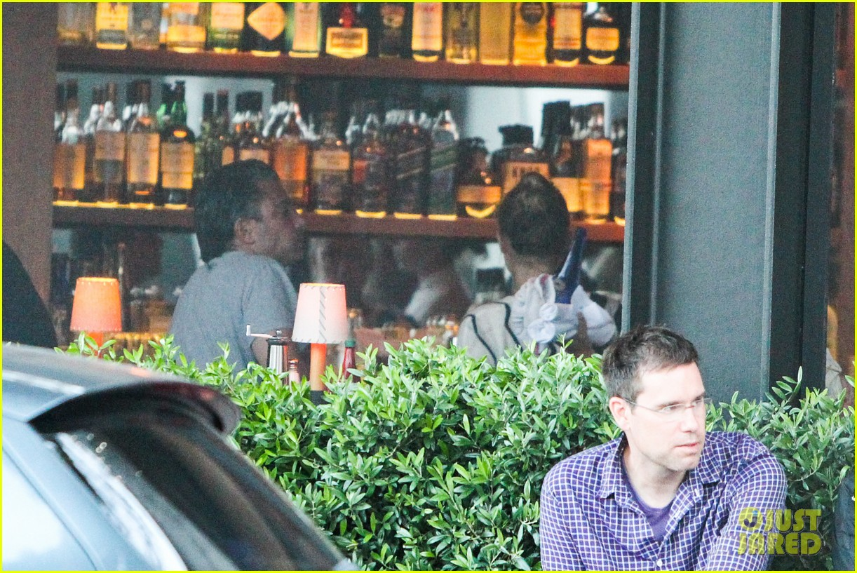 amber heard grabs dinner with talent agent christian carino 112924069