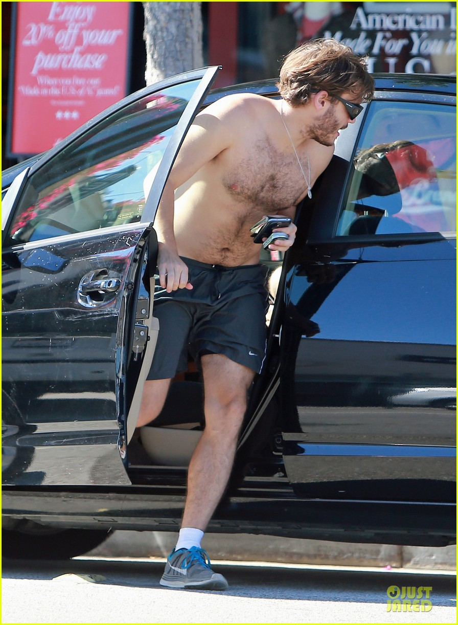 emile hirsch shirtless fryman canyon park hike 152925162