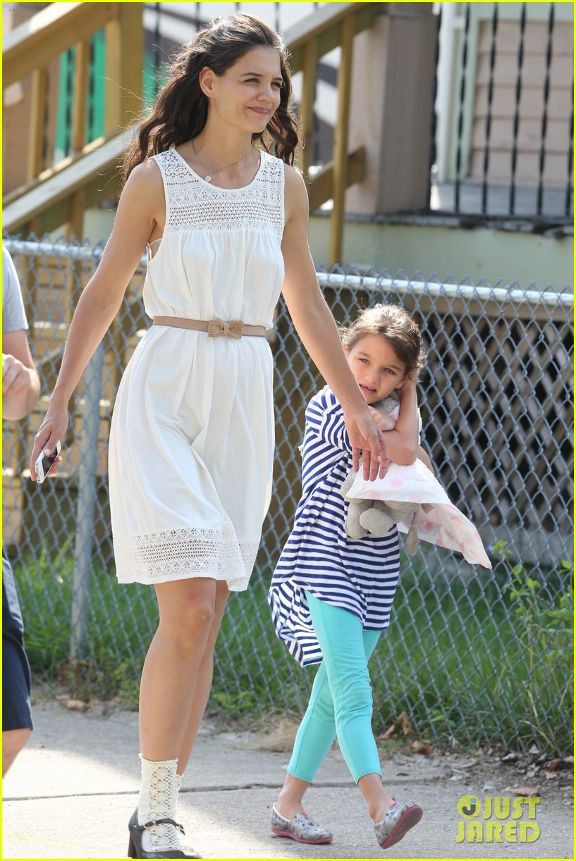 katie holmes goes vintage for miss meadows with suri 052938319