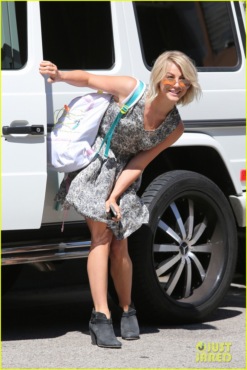 julianne hough flies out of lax after girls night 20