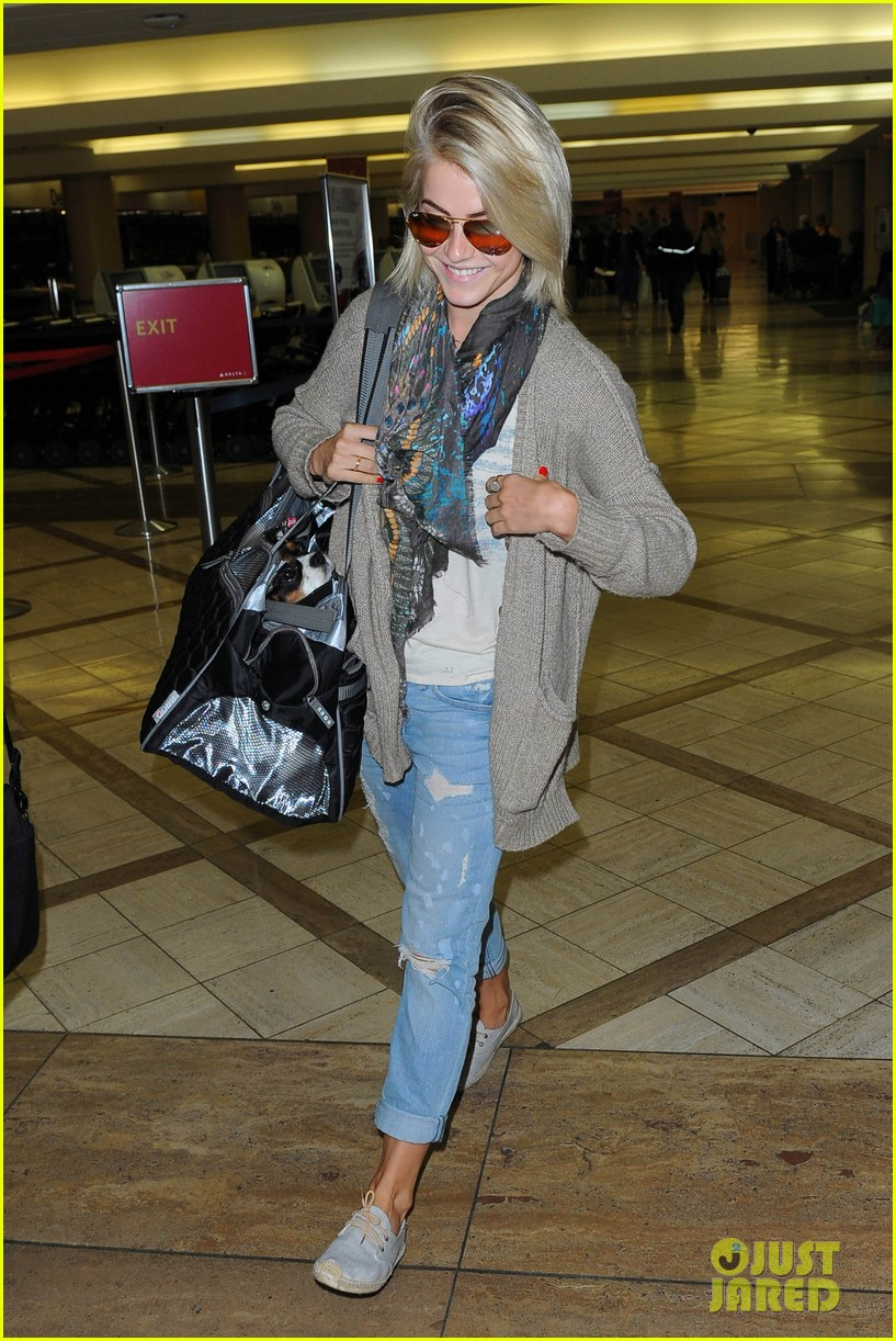 julianne hough flies out of lax after girls night 292936166