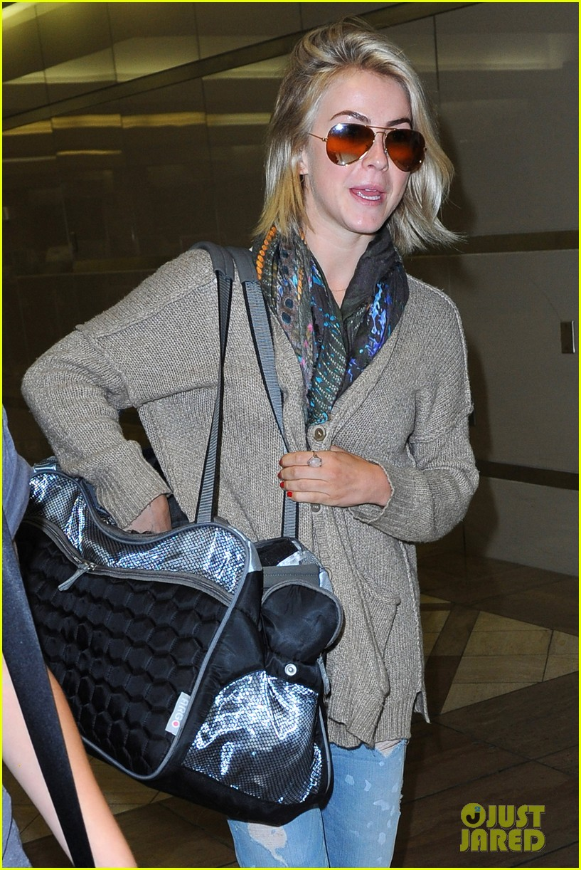 julianne hough flies out of lax after girls night 34