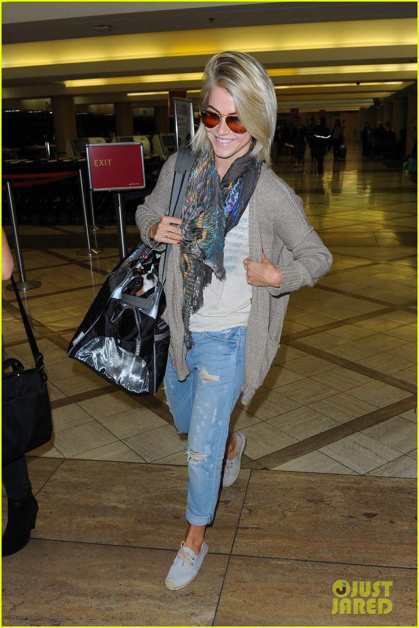 julianne hough flies out of lax after girls night 35