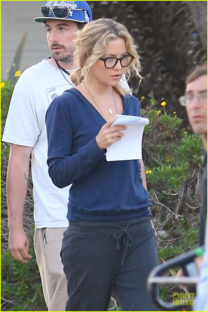 kate hudson wears two outfits on wish i was here set 042931791