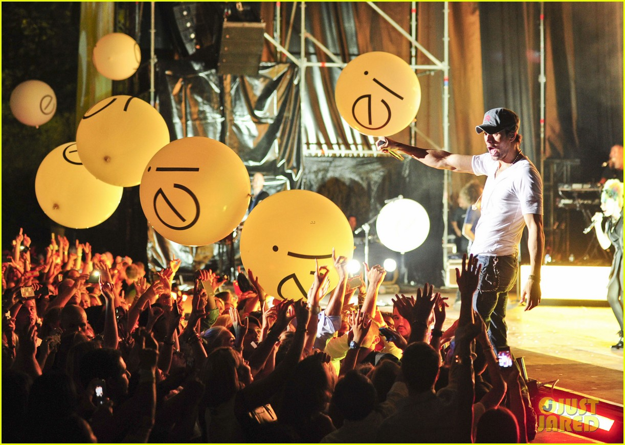 enrique iglesias turn the night up video premiere watch now 11