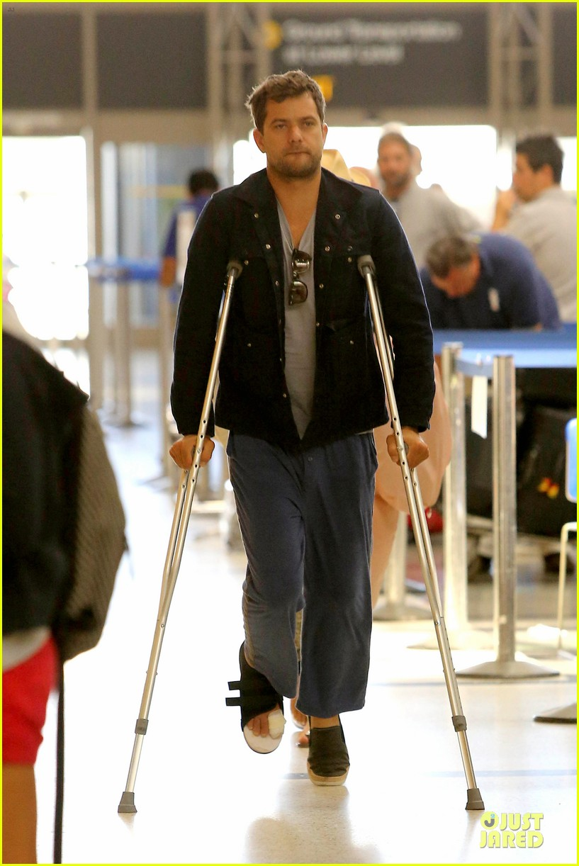 joshua jackson cruches to lax airport with diane kruger 082933547