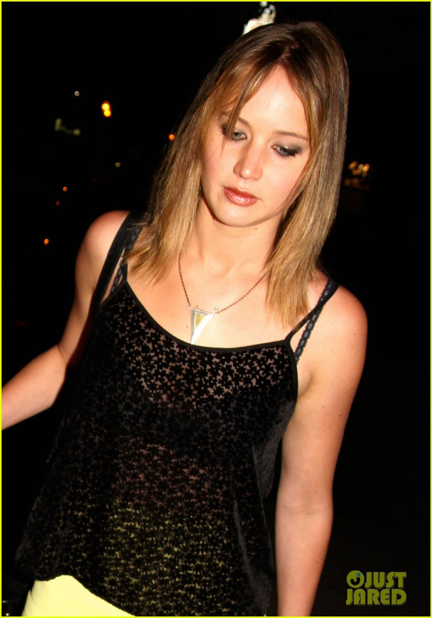 jennifer lawrence nicholas hoult arm in arm x men wrap party 05