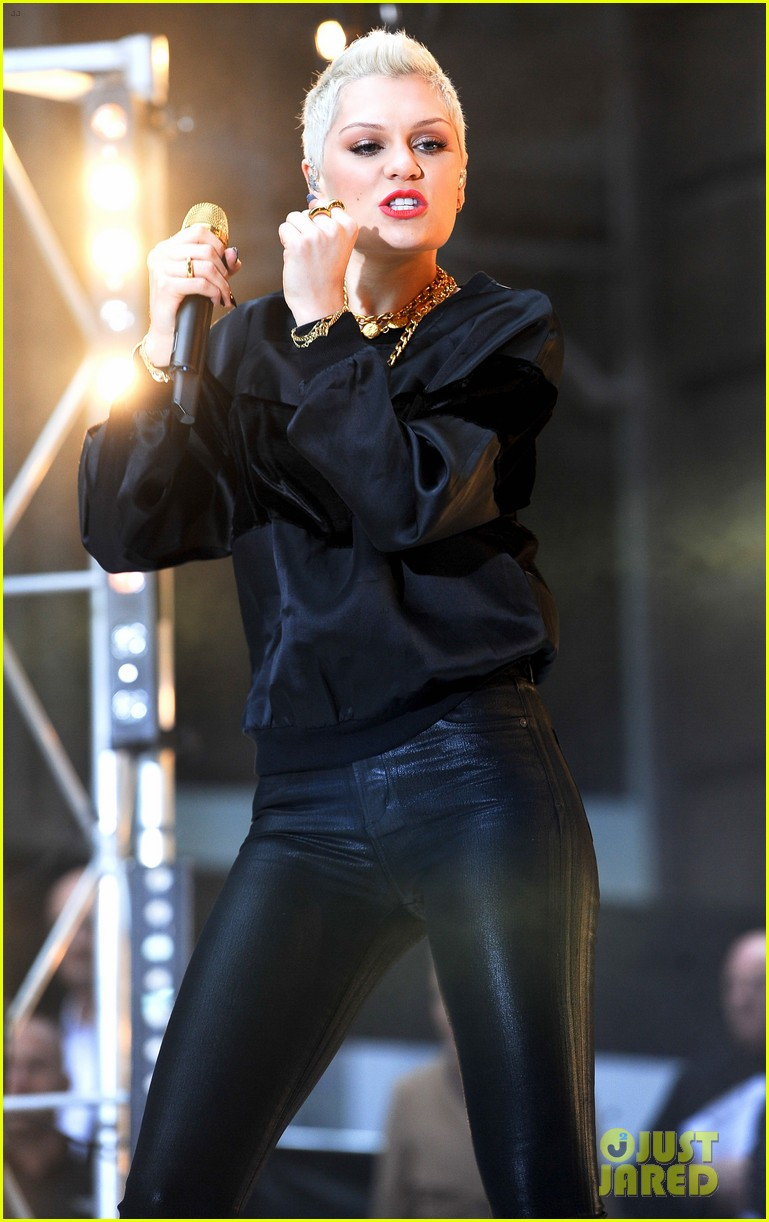 jessie j wild price tag live on sunrise 042936053