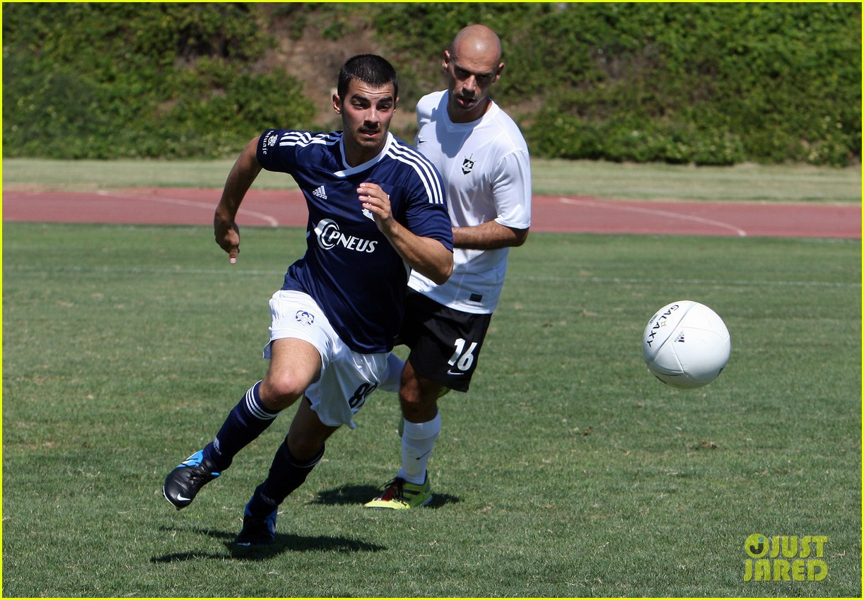jonas-brothers-charity-soccer-game-with-wilmer-valderrama-06.jpg