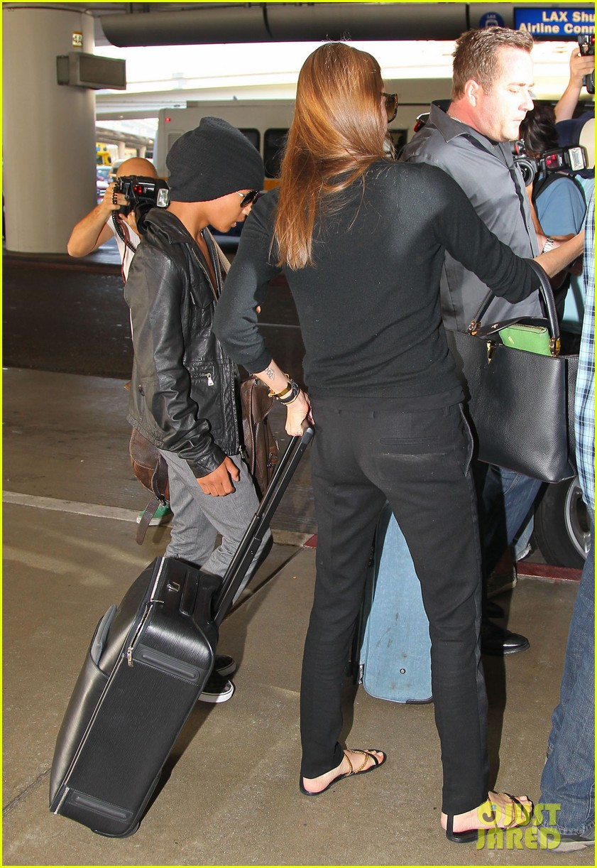 angelina jolie lands in los angeles with maddox 03