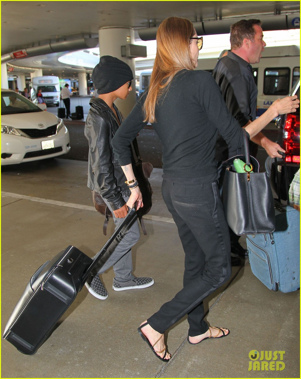 angelina jolie lands in los angeles with maddox 20