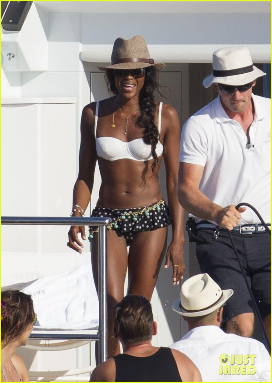 stacy keibler naomi campbell bikini babes in ibiza 06