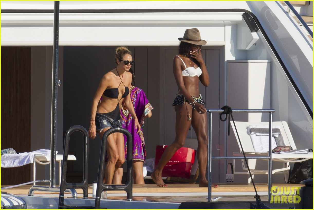 stacy keibler naomi campbell bikini babes in ibiza 12