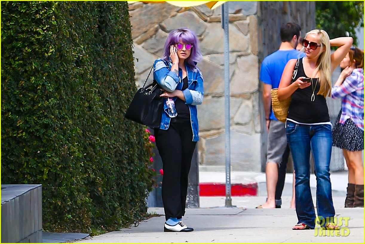 kelly osbourne spotted out after miley cyrus comments 052941246