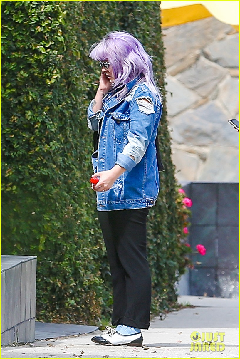kelly osbourne spotted out after miley cyrus comments 13