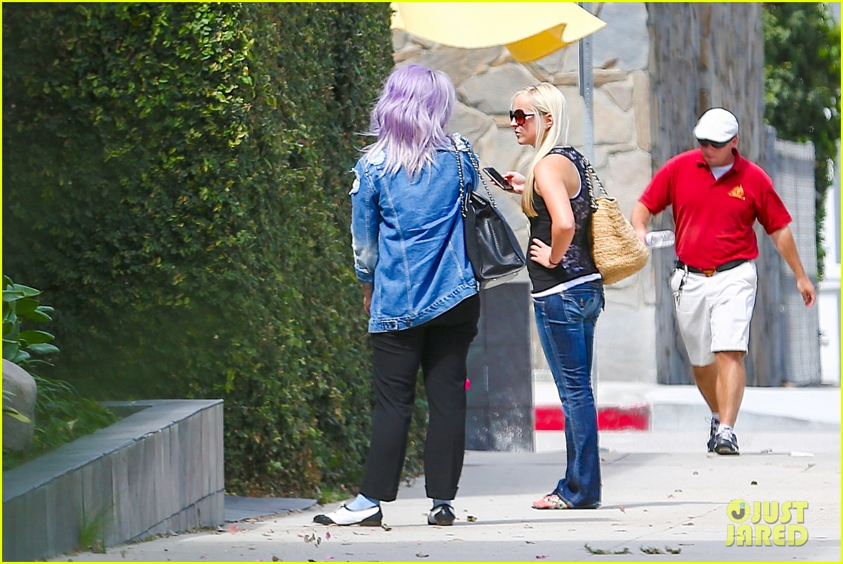 kelly osbourne spotted out after miley cyrus comments 142941255