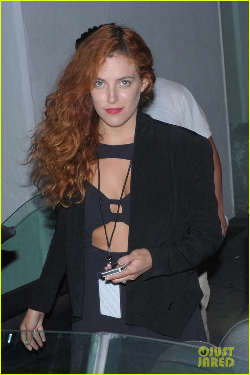 riley keough wears cut out dress for joan jett concert 042922171