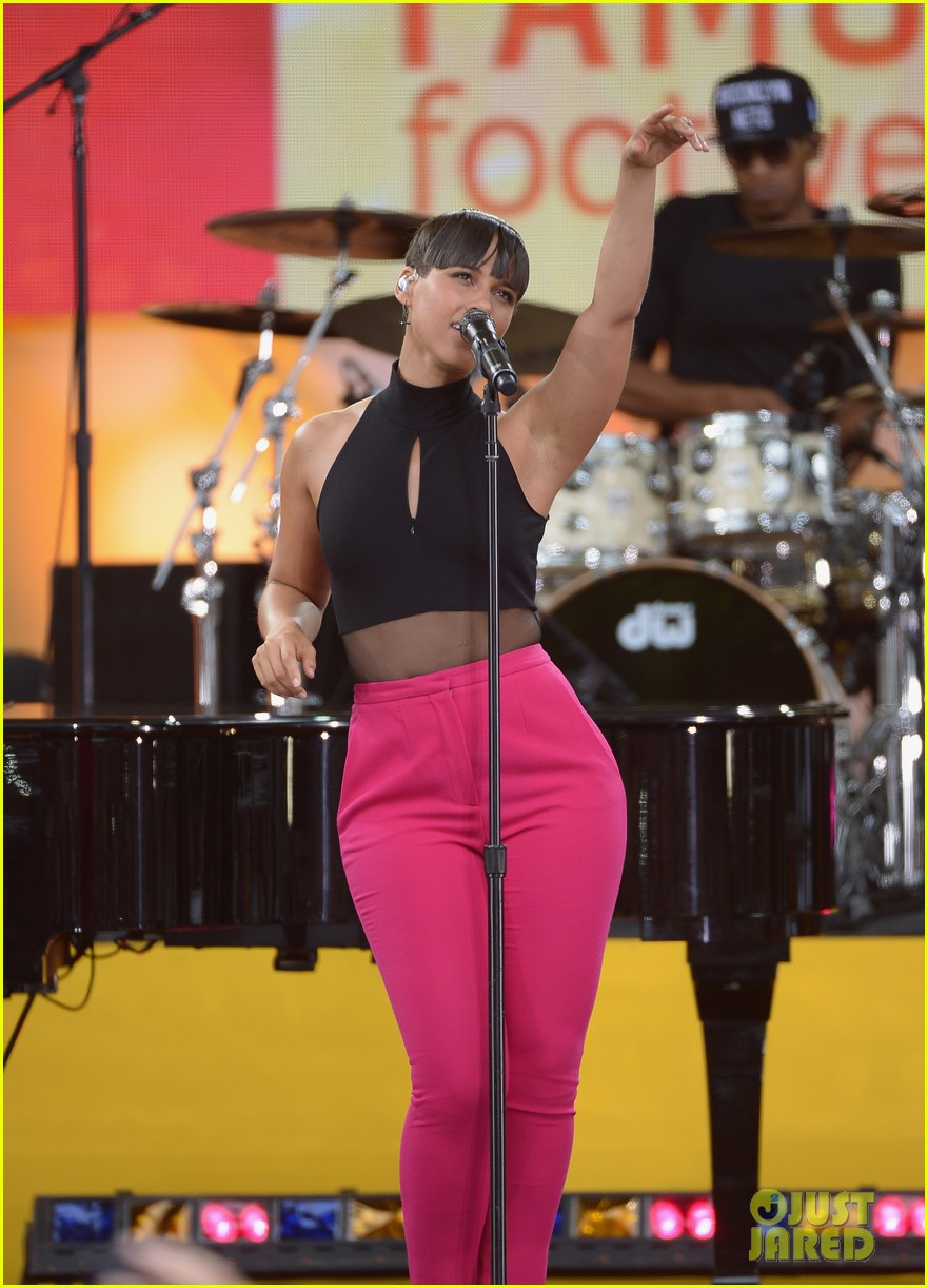 alicia keys performs for good morning americas concert series 09