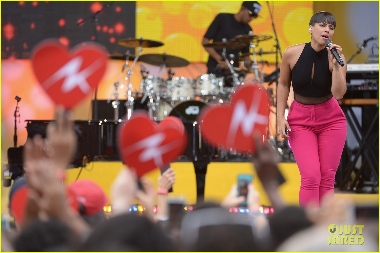 alicia keys performs for good morning americas concert series 212940698