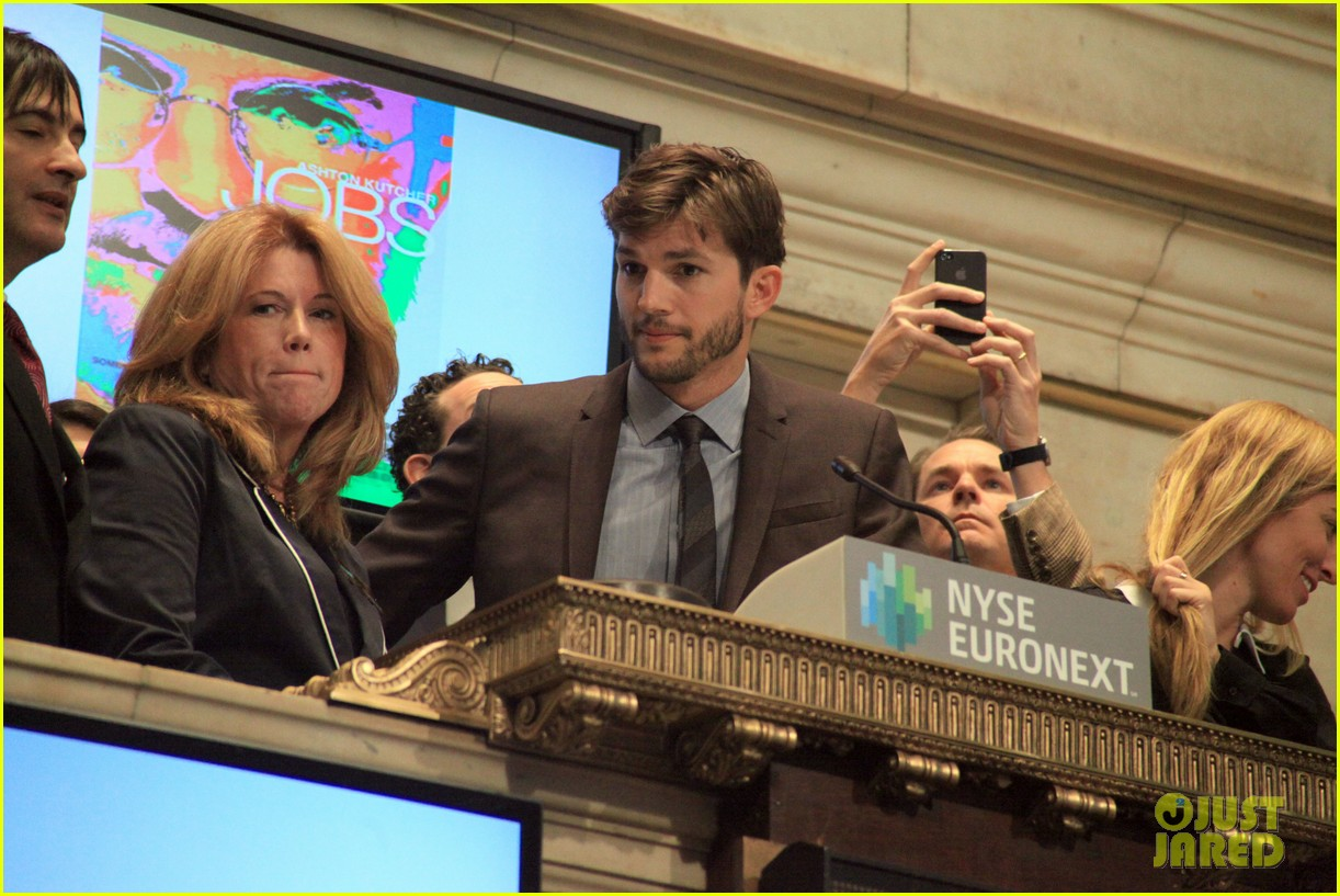 ashton kutcher rings new york stock exchange bell 072924821