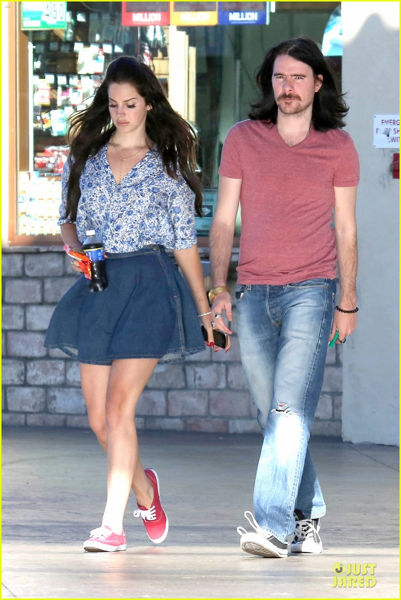 lana del rey barrie james oneill snack on soda in hollywood 082926995