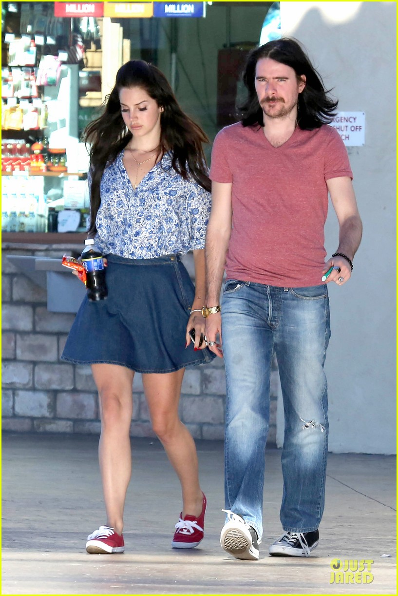lana del rey barrie james oneill snack on soda in hollywood 10